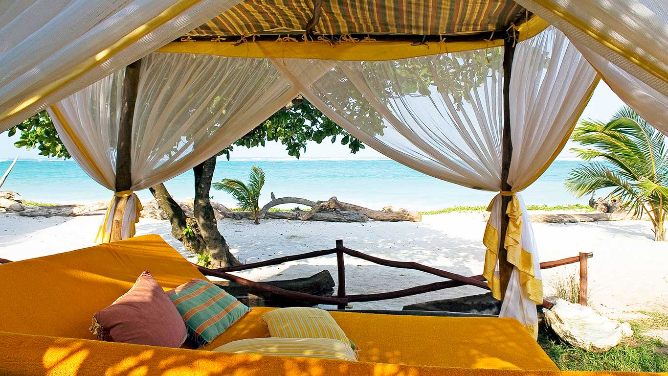 AfroChic Swahili bed on beach