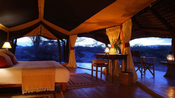 lewa-safari-camp-tent-interior56FE4F5B-6EA4-E7D3-BEBF-368E9B9587F9.jpg