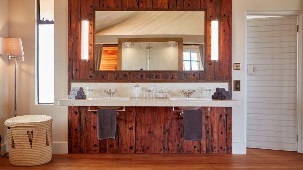 elewana-loisaba-lodo-springs-accommodation-spacious-luxury-tents-bathroom-vanity-26DD7553B-2B83-D5BD-D2CF-AC8E884835DD.jpg